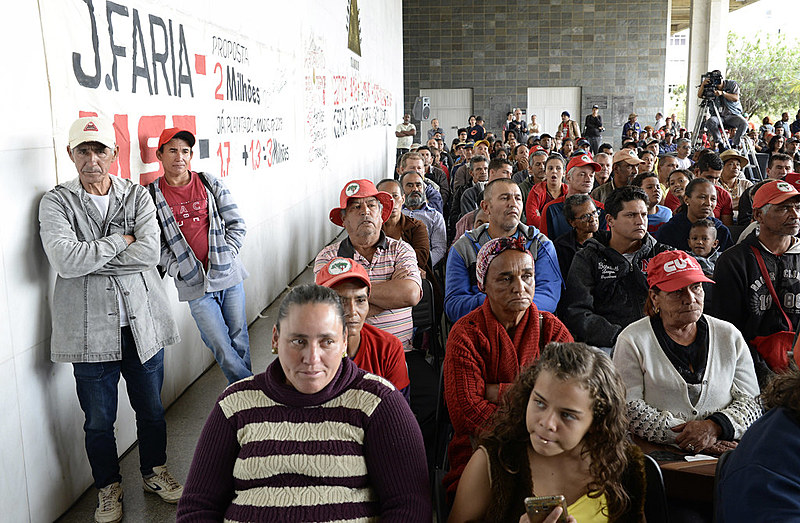 Cerca de 300 trabalhadores compareceram à audiência e pedem o cancelamento do despejo