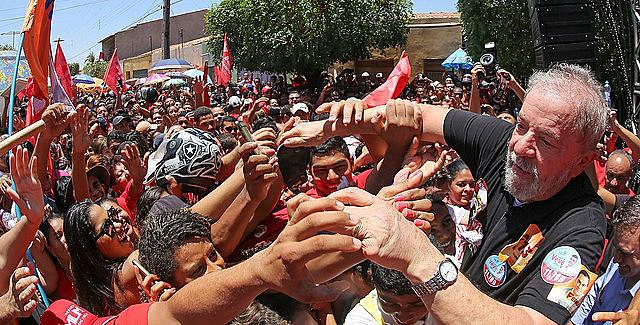 """Prensa hegemónica intenta """"borrar"""" a Lula de las elecciones, sin embargo, el petista tiene un tercio de la intención de voto"""