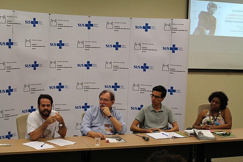 Convidados debatem relatório da FIAN durante lançamento na Fiocruz, em Brasília