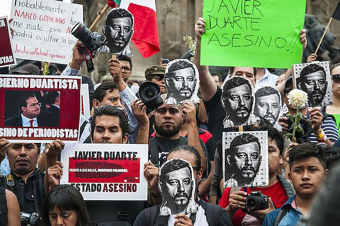 El fotoperiodista Rubén Espinosa fue asesinado en el Distrito Federal junto con otras 4 mujeres.
