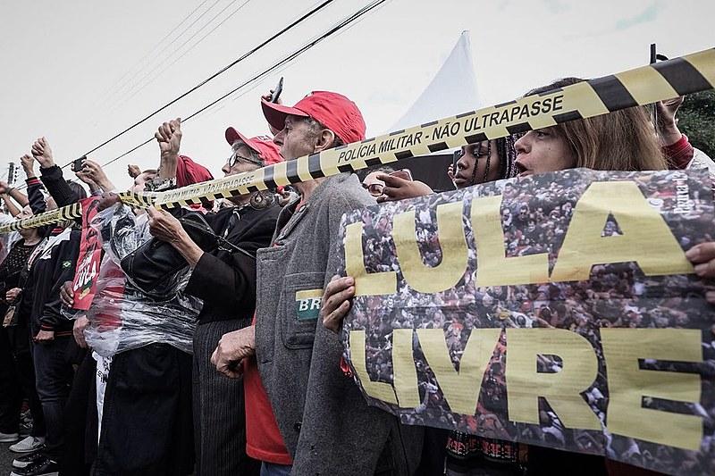 Apoiadores de Lula estão há 26 dias acompanhando ex-presidente, preso na PF de Curitiba desde 7 de abril