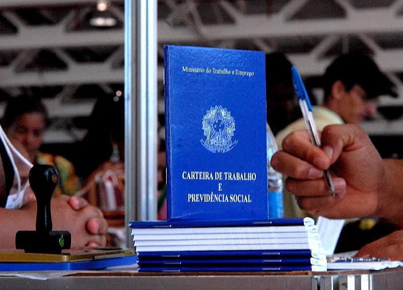 No Brasil, o direito a férias anuais para os trabalhadores urbanos foi universalizado em 1943, com a edição da CLT
