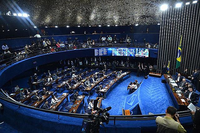 """""""Eso es un colegio electoral de excepción"""", dijo la senadora Vanessa Graziottin (PCdoB-AM)"""