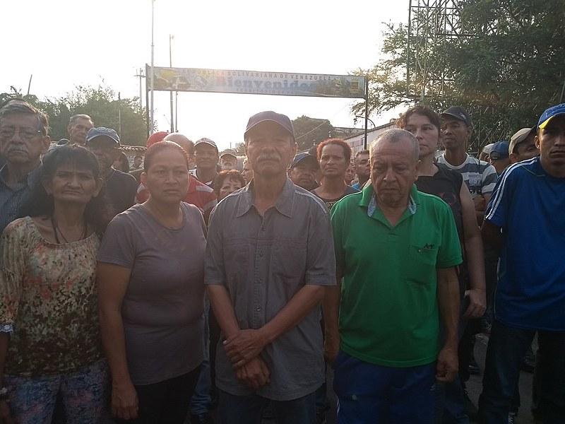 Brigadas bolivarianas, organização cívico-militar, liderou resistência contra ações violentas de simpatizantes de Guaidó