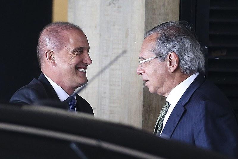 Ministro da Casa Civil, Onyx Lorenzoni, junto ao ministro de Economia, Paulo Guedes