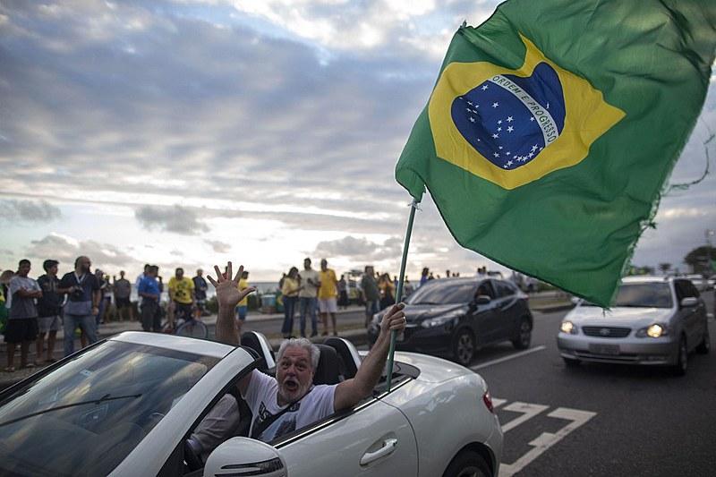 Eleitor de Bolsonaro comemora a vitória do candidato em outubro de 2018, no Rio de Janeiro