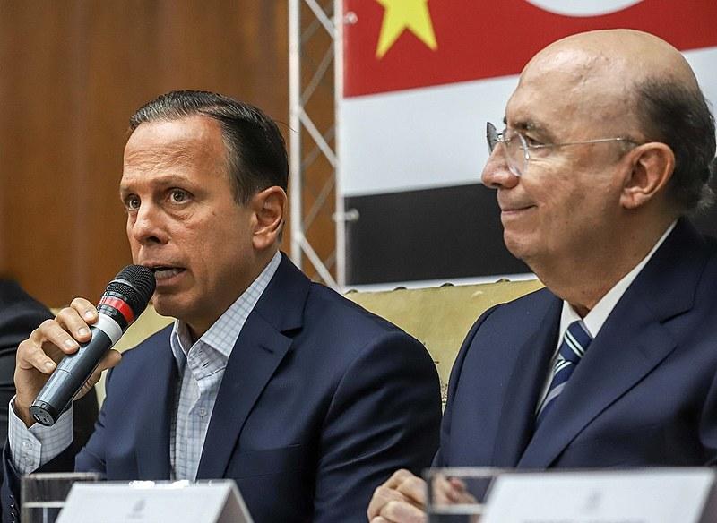 João Doria reclamou do sistema de som do palácio dos Bandeirantes, cometeu gafe e bajulou Bolsonaro