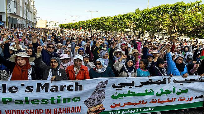 Protestos em Rabat, capital do Marrocos, nesse domingo (23), antecederam greve geral e mobilizações massivas