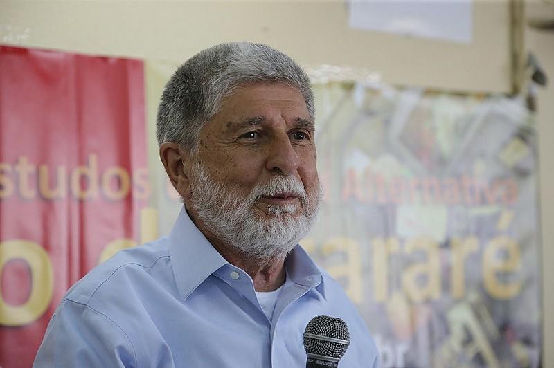 Na conversa, Amorim também condena a possibilidade de venda da Embraer e da Eletronuclear