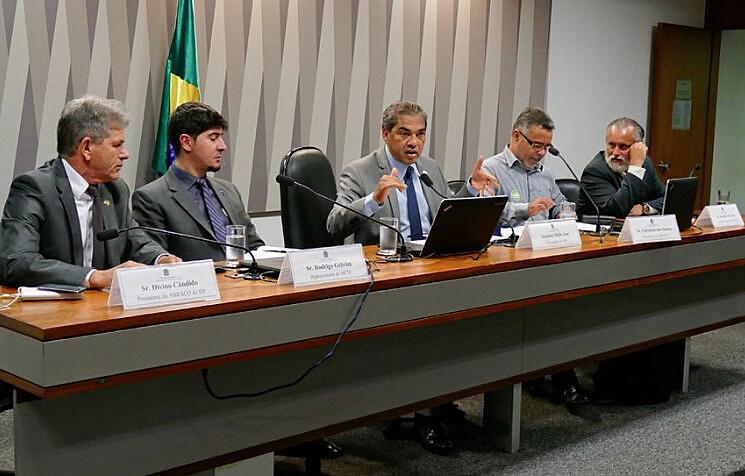 Audiência Pública da Comissão Senado do Futuro discute condições de pagamento de direitos autorais ao Ecad por rádios comunitárias