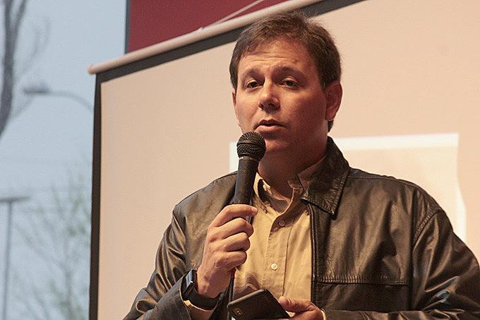 Sobrinho de Fernando, Antônio Augusto Santa Cruz, representou a família