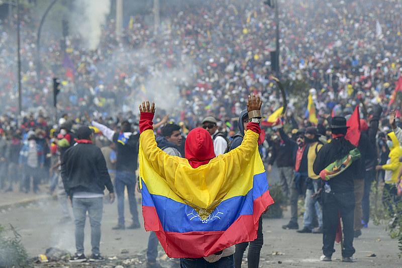 Mobilizações populares pedem saída de governantes antes do tempo, como é o caso do presidente do Equador, Lenin Moreno