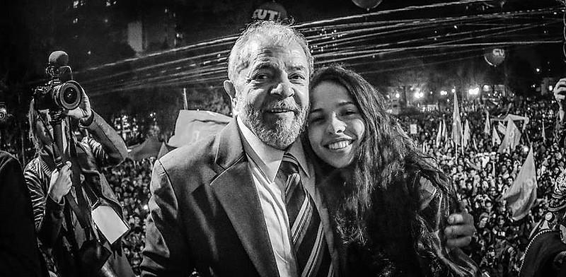 Lula voltou ao palco em Curitiba e chamou a secundarista curitibana Ana Julia
