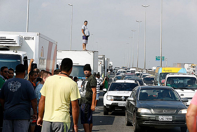 Strike reached five-day mark this Friday and is causing food and fuel shortage across Brazil