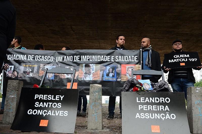 Familiares das vítimas da chacina fazem ato no vão do MASP em 2016