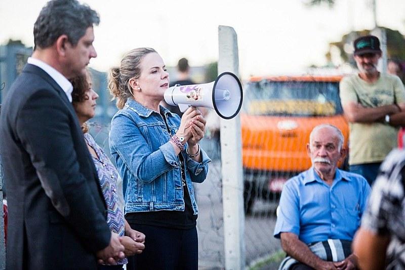 Presidenta Nacional do PT, Gleisi Hoffmann, fala a Vigília Lula Livre após se encontrar com ex-presidente Lula na quinta-feira (18)