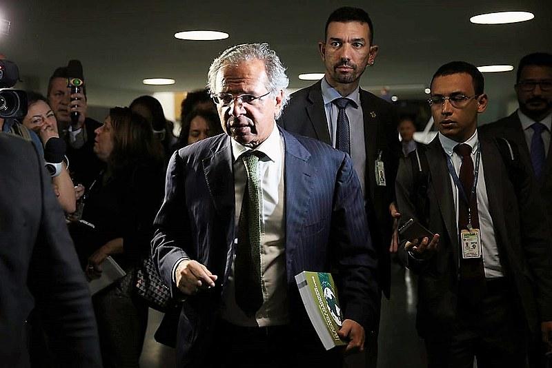 Paulo Guedes chega ao Congresso  com o projeto orçamentário que reduz ainda mais os investimentos púbicos em 2020