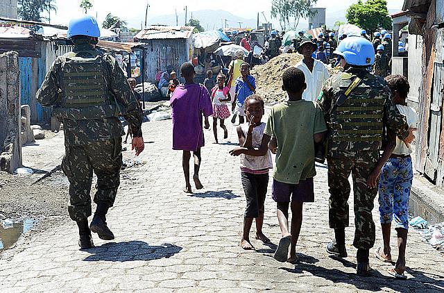 Último contingente brasileño en acción en la Minustah, en Cité Soleil