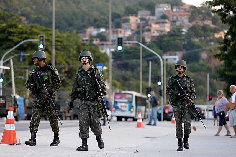 A intervenção federal militar no Rio de Janeiro só fez aumentar os homicídios decorrentes de ações policiais em quase 60%