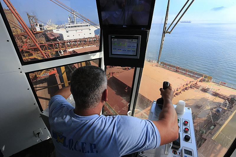 No Brasil, os ilegítimos e golpistas estão entregando as reservas de pré-sal para as petroleiras estrangeiras