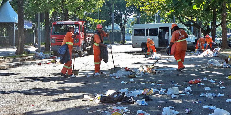 Garis recolhem por dia cerca de 2.800 toneladas de resíduos na cidade
