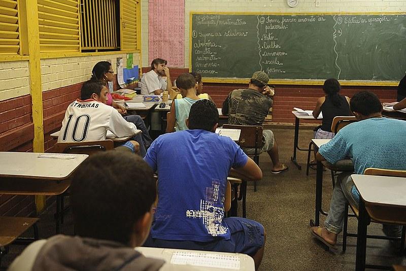 Quem conseguir a nota mínima em todas as provas tem direito à certificação de conclusão do ensino fundamental ou do ensino médio