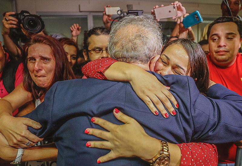 El arresto del líder popular más importante de Brasil está provocando una fuerte conmoción social, en un país ya profundamente dividido