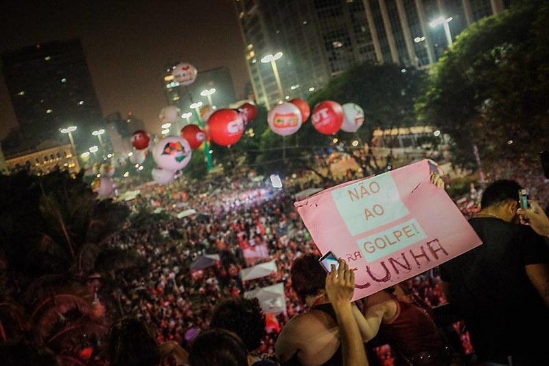 """""""Para dizer não à anti-democracia, devemos seguir forte na mobilização conjunta"""", avalia Maria das Dores Serqueira, coordenadora do MTST."""