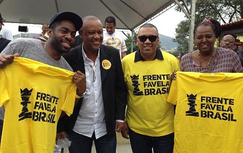 Lázaro Ramos participou da festa no Morro da Providência e disse que observa e incentiva o movimento