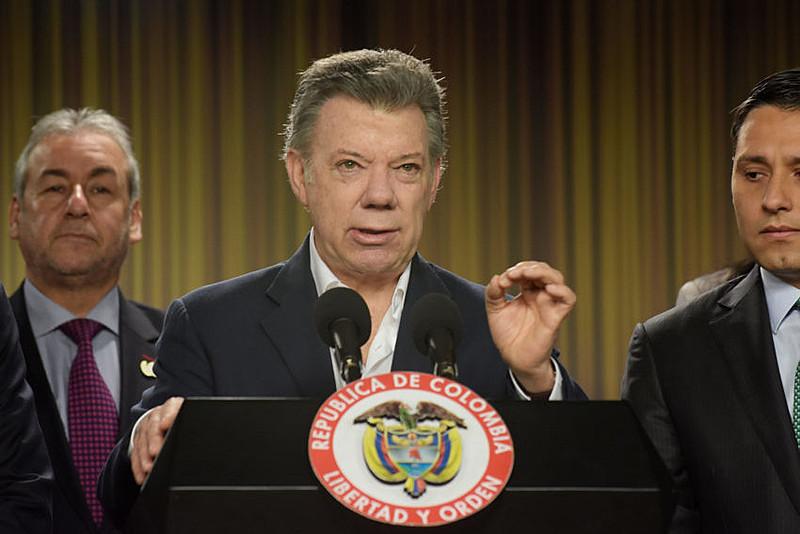 """Santos foi destacado por seus """"esforços resolutos"""" para alcançar a paz no país após 52 anos de guerra civil"""