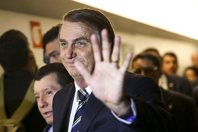 Somadas aoutras 3.474 bolsas já bloqueadas pelo governo Bolsonaro (PSL), emmaio, os bloqueios atingem 6.198 bolsas de pesquisa