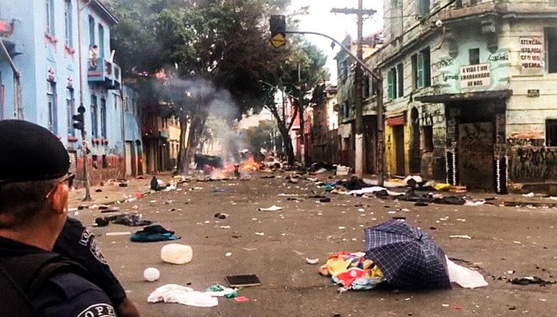 Pouco depois da ação policial na região da Luz, frequentadores do fluxo procuraram afastar a ação da polícia e tentar se proteger ateando fo