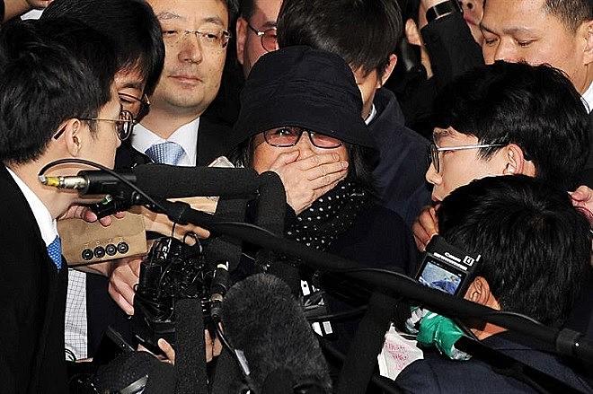 Choi Soon-sil, acusada de corrupção e nepotismo, prestou depoimento nesta segunda