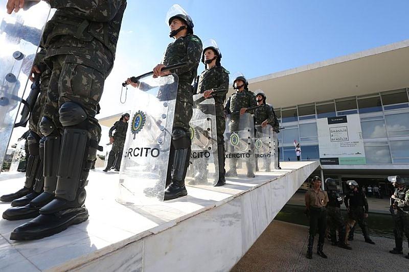 O Presidente determinou o Emprego das Forças Armadas no país até dia 31 de maio deste mês.