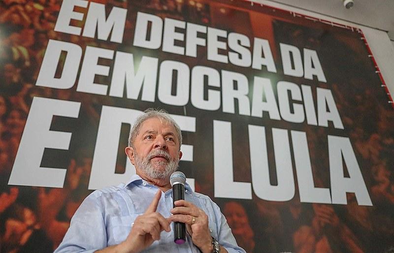 A condenação de Lula em um julgamento sem provas e a apreensão de seu passaporte deteriora a imagem do Brasil no exterior