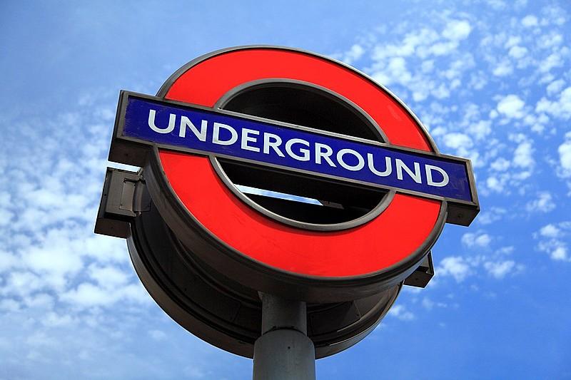 Em média 2,7 milhões de viagens são feitas por dia no metrô de Londres (London Underground)