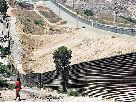 Na fronteira entre os EUA e México já existem 1.100 quilômetros murados; Trump deve levantar mais 2.100 km.
