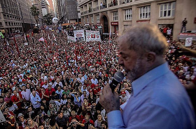 Manifestantes viajaron a la ciudad de Porto Alegre, en la región sur de Brasil, para participar de las movilizaciones en apoyo a Lula