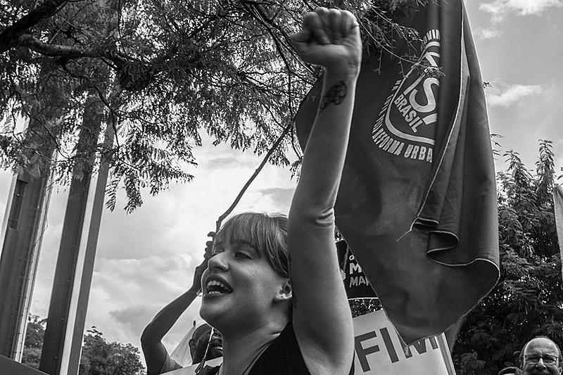 Isa Penna protocolou PL que visa enaltecer cidadania, respeito e democracia, além de relembrar as violações na Ditadura