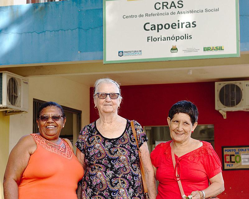 Madalena, Emelda e Santalina botam a mão na terra eajudam a tornarCRAS Capoeiras mais acolhedor