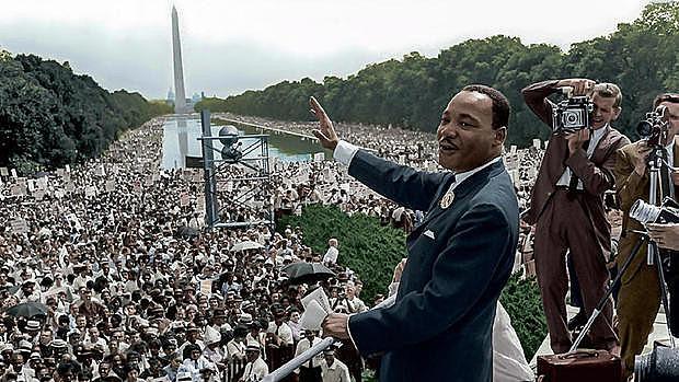 Martin Luther King, em foto colorizada, durante seu mais famoso discurso