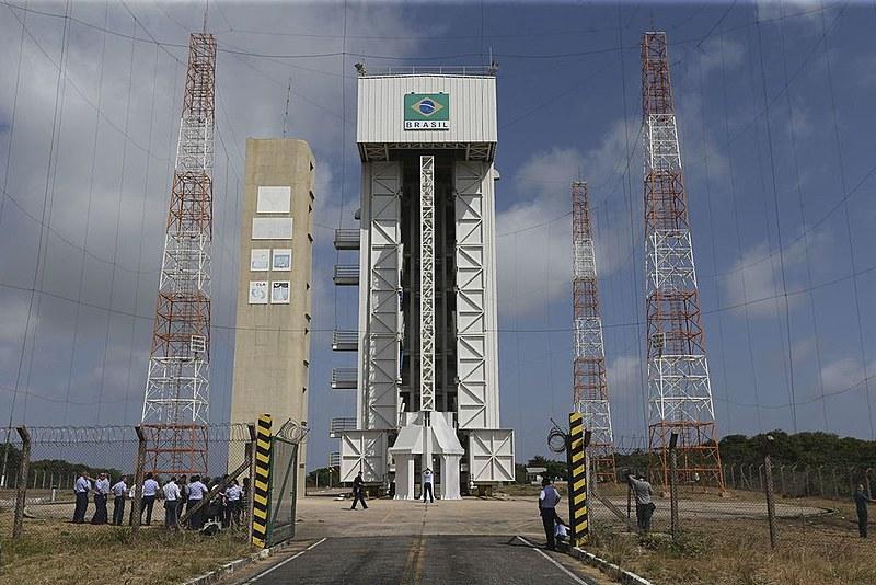 """""""Com esse acordo, Brasil jamais será um player importante no mercado bilionário de lançamentos de satélites"""", opina Marcelo Zero."""