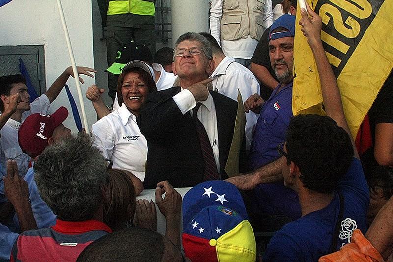 Presidente do partido Ação Democrática, Henry Ramos Allup, se autoproclama líder da direita venezuelana