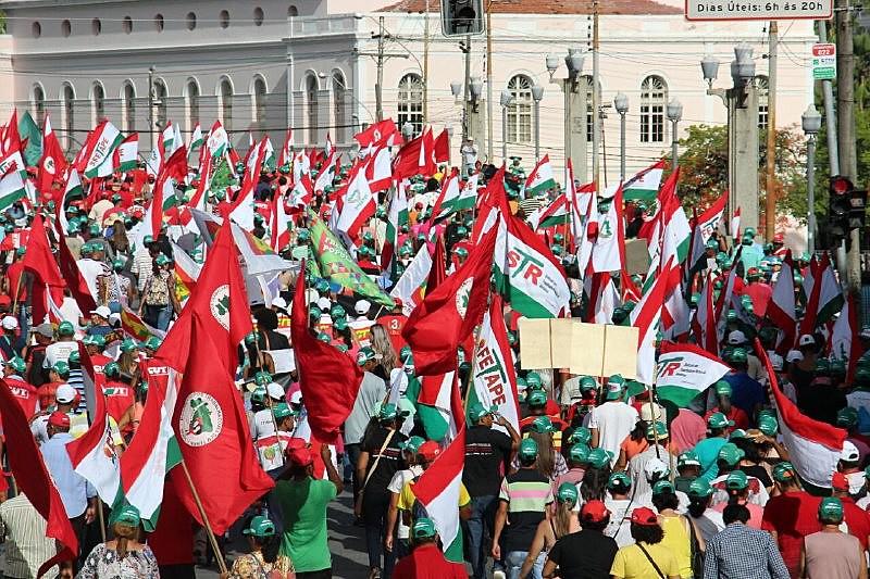 Camponeses foram ao Palácio do Campo das Princesas pressionar o governador a tomar uma posição contra a reforma da Previdência