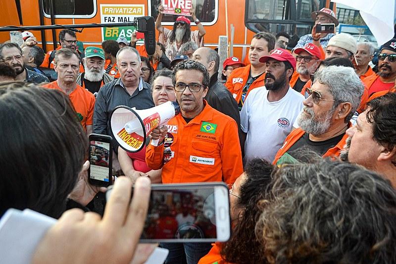 """""""Em momento nenhum Lula abaixou a cabeça para os Estados Unidos"""", frisou o coordenador geral da Federação dos Petroleiros"""