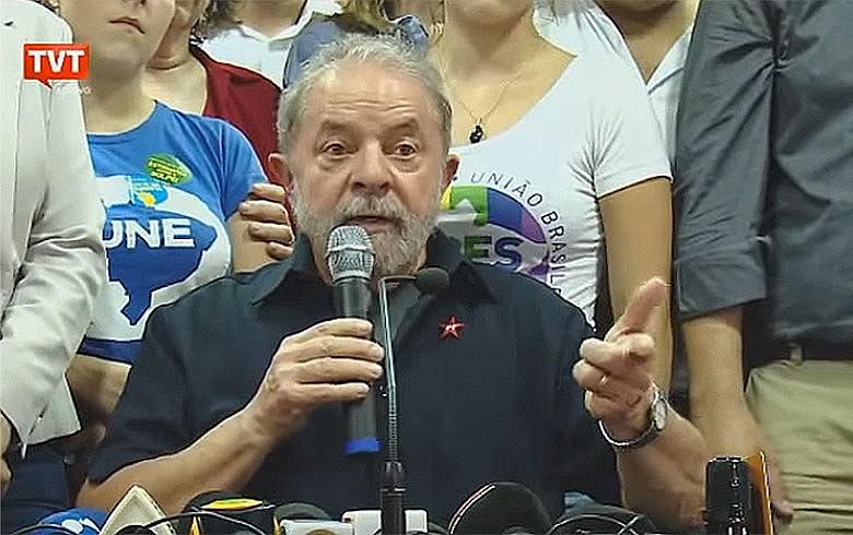 Lula na TVT: 'Eles podiam ter convidado que eu iria. Mas preferiram usar a prepotência, a arrogância, um show de pirotecnia'