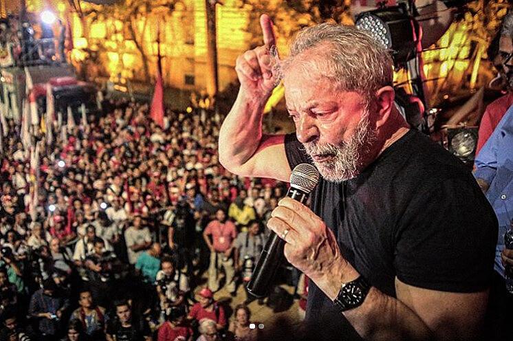 Tras ser condenado en segunda instancia, Lula da Silva siguió presentándose como a la disputa electoral, como en ese acto en São Paulo
