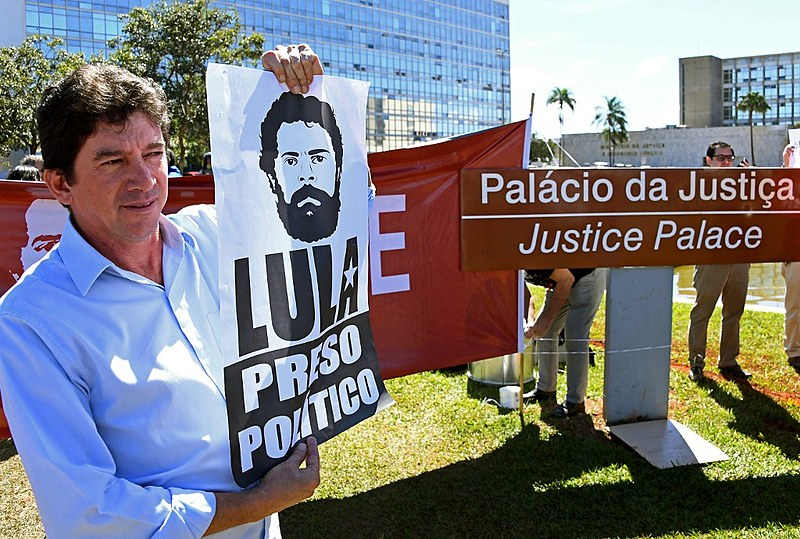 Manifestação em frente ao ministério da Justiça, em Brasília (DF), após divulgação de mensagens entre Sergio Moro e Deltan Dallagnol