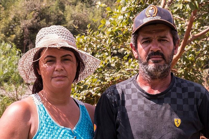 Isamara e Pedro foram atingidos diretamente pela lama, que inundou uma das casas do sítio onde moram e devastou a produção de alimentos