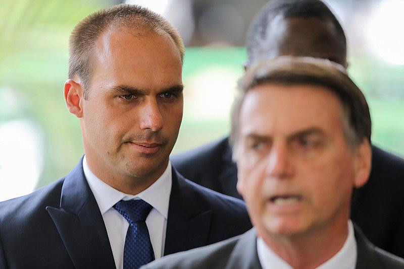 """""""Já foi cogitado no passado [nomear Eduardo]. Levamos em conta o custo-benefício"""", afirmou o mandatário brasileiro"""